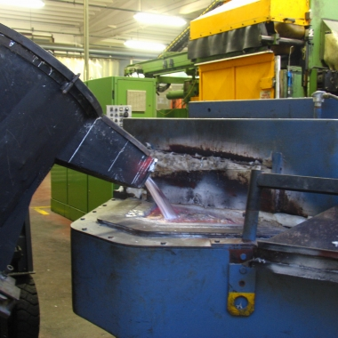 Caricamento Alluminio Forno Attesa - Aluminium Holding Furnace Charging